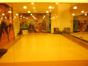 Gold's gym, Kandivali